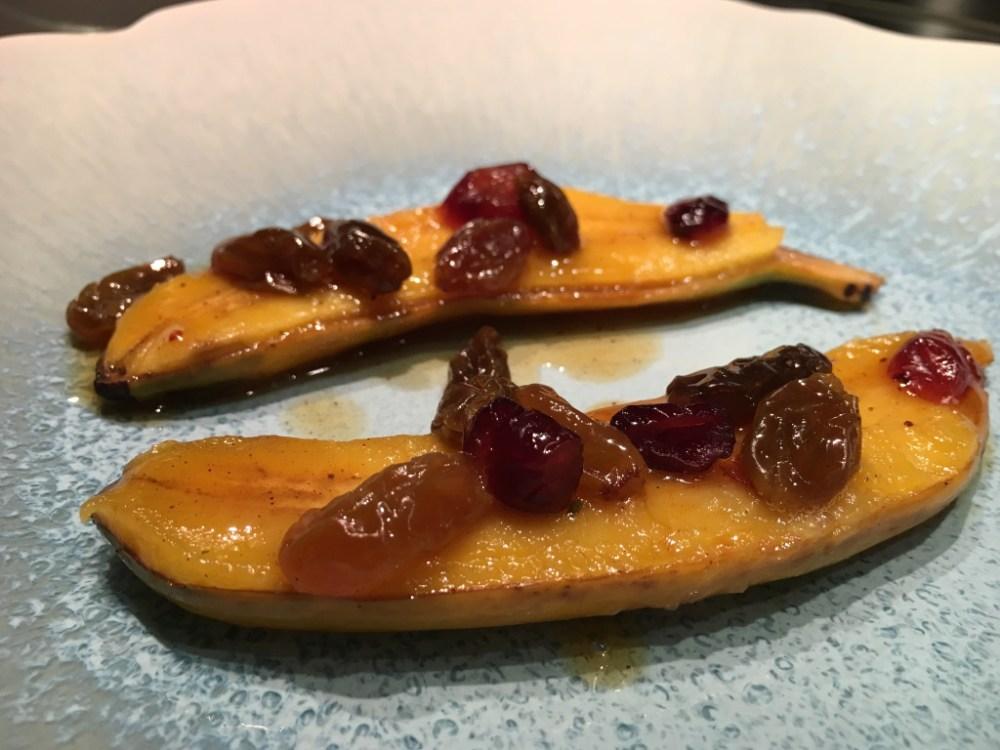 Banane frécinette rôtie au rhum et aux fruits secs.