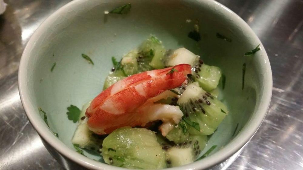 Crevettes au kiwi et à la coriandre.