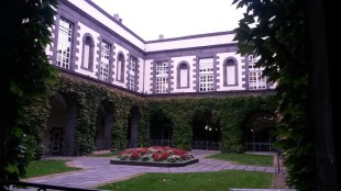 La cour centrale de l'hôtel de ville