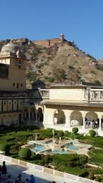 Vue sur le petit jardin et le Sukh Niwas (salle des plaisirs)