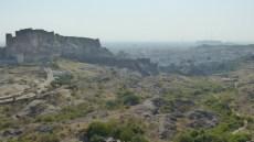 Vue sur le fort et le sentier qui serpente au cœur du parc Rao Jodha