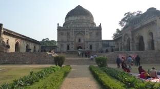 Les jardins comportent des mausolées de la dynastie Lodi