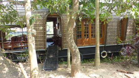 Notre house-boat