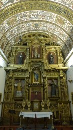 La chapelle domestique, avec ses murs blancs, est restée telle qu'à l'origine