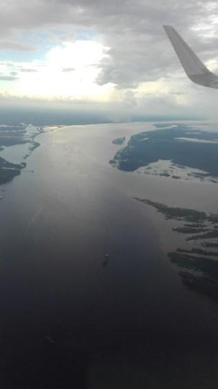 La ligne de démarcation: les eaux du Rio Negro sont bien plus foncées que l'Amazone
