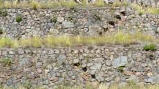 Marches en diagonales qui sortent des murs pour éviter de construire des escaliers