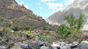 Les ruines surplombent le village