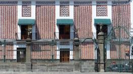 Façade décorée de brique et d'azulejos