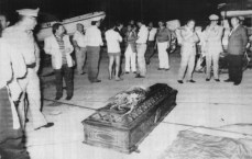 Le commissaire Beppe Montana assassiné dans le port où il venait de ranger son bateau après une journée en mer.