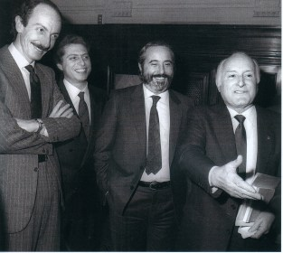 Oscar Luigi Scalfaro. Da sinistra Giuseppe Ayala, Domenico Signarino e Giovanni Falcone.
