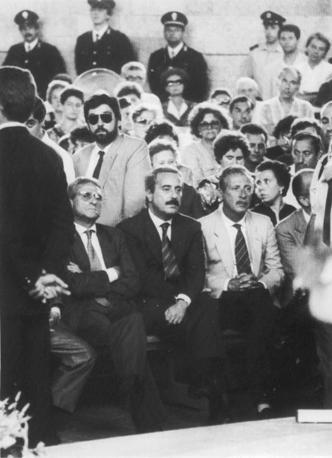 En 1989, Falcone et Borsellino aux funérailles d'Antonino Agostino de de son épouse (photo-ANSA-archives-courier)