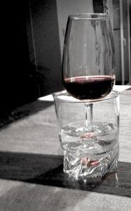 renata-Se-Noyer-dans-1-verre-l