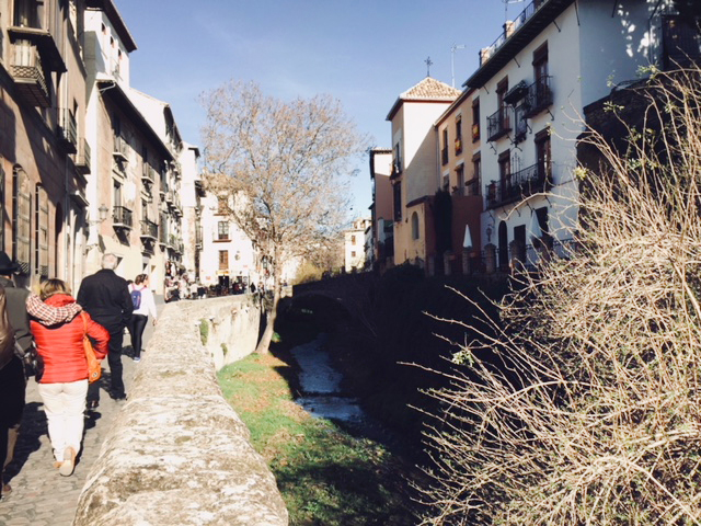 chemin vers l'alhambra, jolie ville espagnole