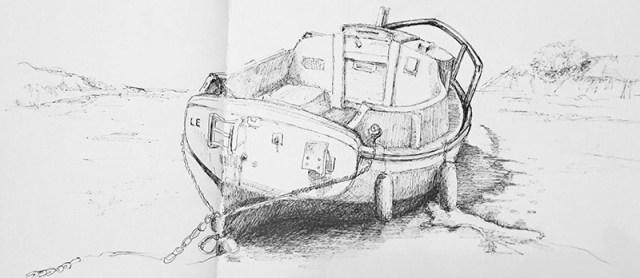 Petit bateau dessiné à l'encre sur une plage bretonne