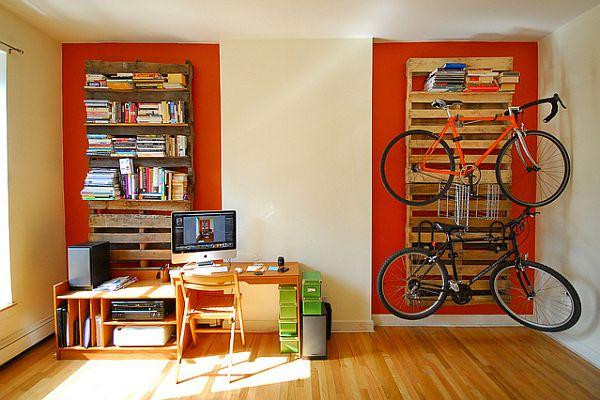 Paleta kot knjižna polica ali kot obešalni prostor za vaše kolo (vir: flickr)
