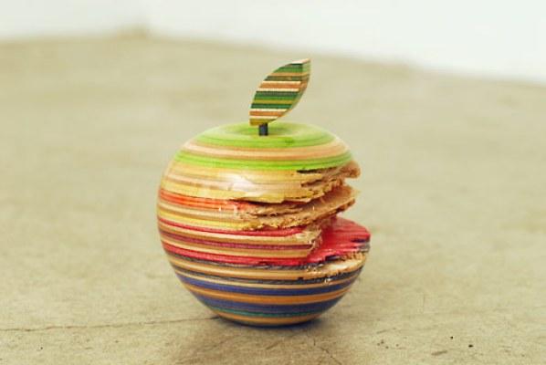 Apple, 2010 par Haroshi.