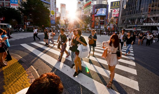 Croisement de Shibuya à contre-jour, par candida performa.