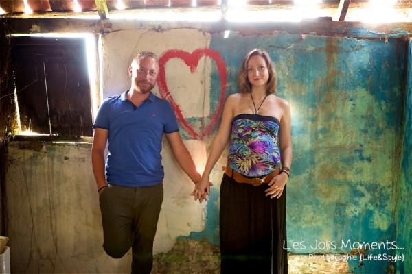 Seance grossesse dans des friches de Martinique 20