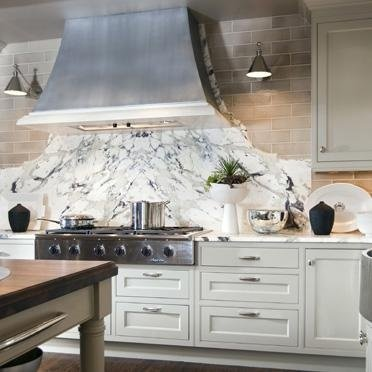 Great sculpted backsplash...kind of like a headboard. francoisandco.com