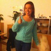 Maman m'a tricoté un super joli pull, j'adooooore ♥