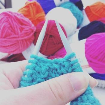 Tricoter pour une association au magasin