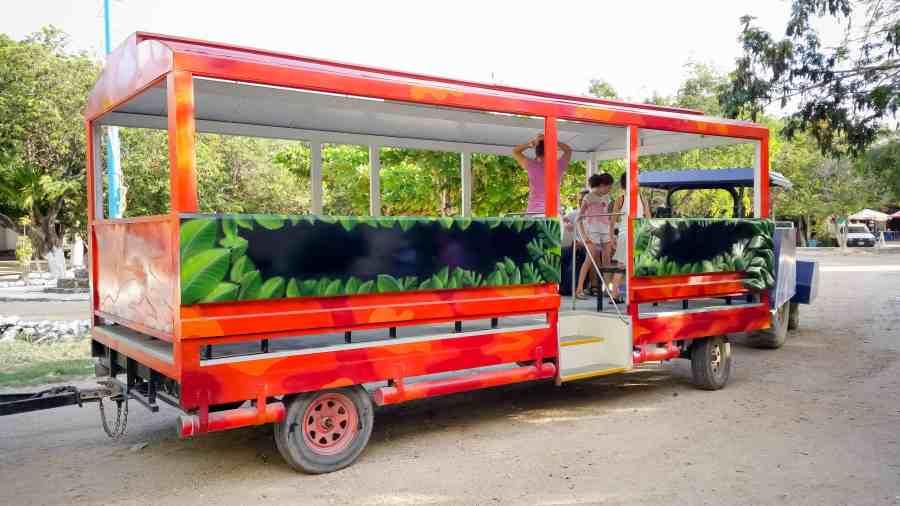Bus rouge pour visiter tulum