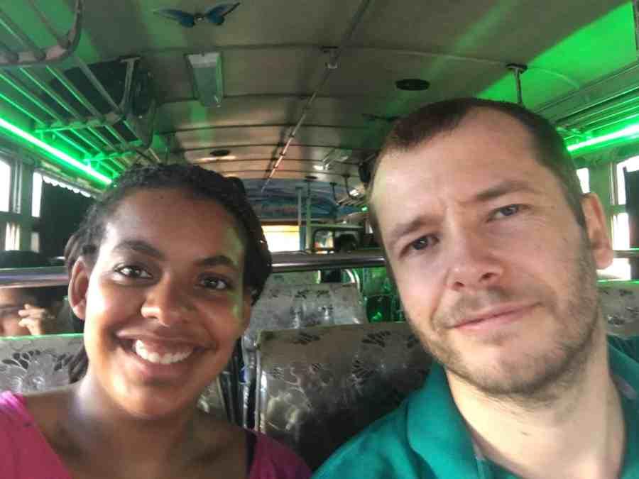 Jeff et moi dans notre bus au sri lanka