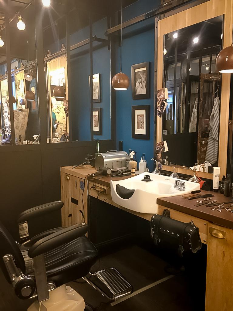 décoration-vintage-industrielle-lumière-brique-porte-gerdan-lens-barbershop-siège