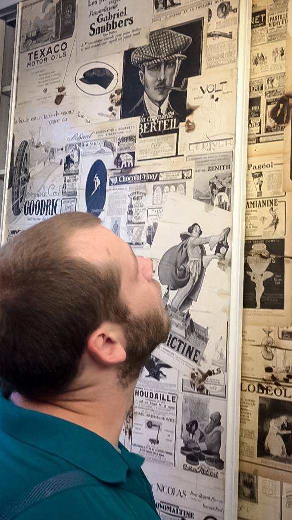 décoration-vintage-journaux-mur-barbershop-lens-gerdan