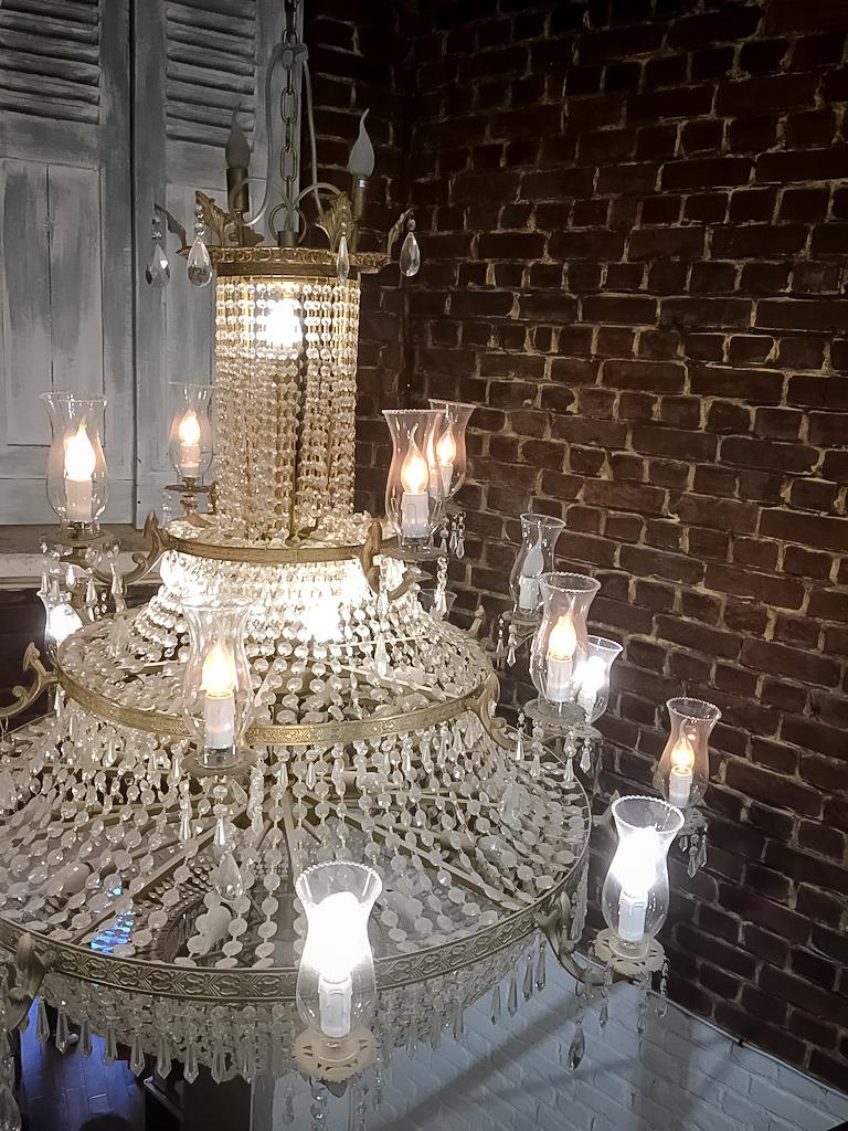 décoration-vintage-industrielle-lumière-brique-porte-gerdan-lens-barbershop-lustre