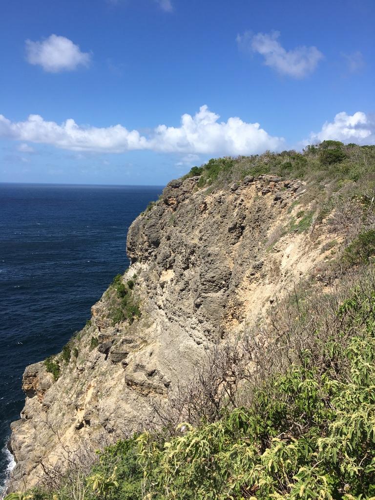 grande vigie-pointe-falaises-guadeloupe-caraibes-paysage-aspérités