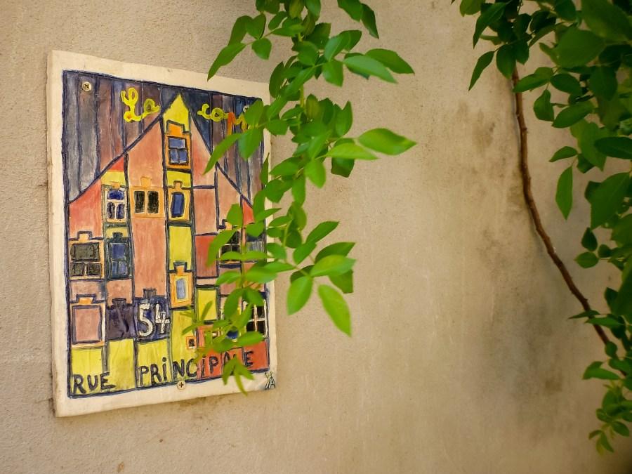 route des vins-alsace-france-mittelbergheim-rue-village-maison-mosaiques