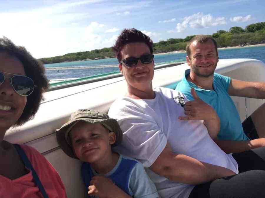 marina-catamaran-guadeloupe-caraibes-ile-petite terre-famille