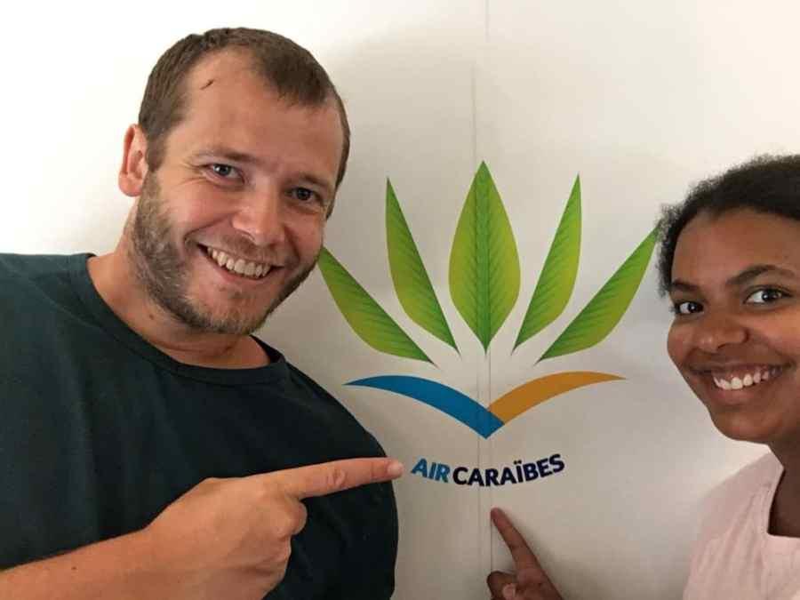 avion-sourires-depart-vacances-voyage-air Caraïbes