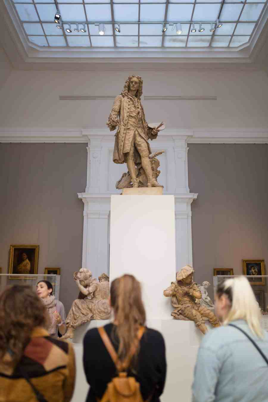 valenciennes-hainaut-visites mystères-autour du louvre lens-musee-beaux arts-place-carpeaux-visiteurs-loufoque
