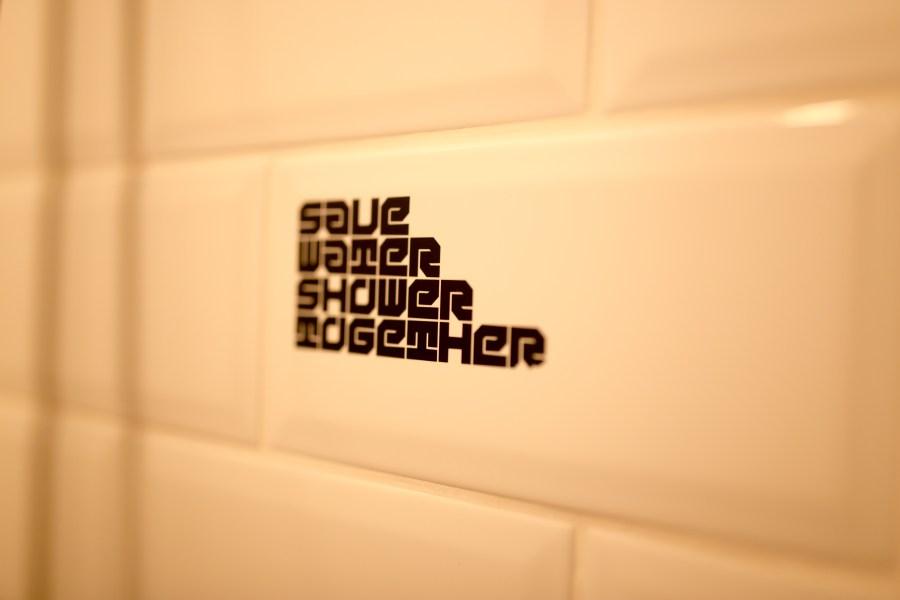 bruxelles-escapade-citytrip-jam-hotel-salle de bain-industriel-message