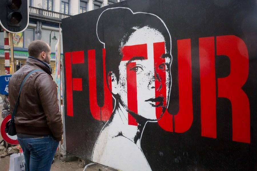Bruxelles-belgique-street art-ville-art-graffiti-futur-rouge-noir