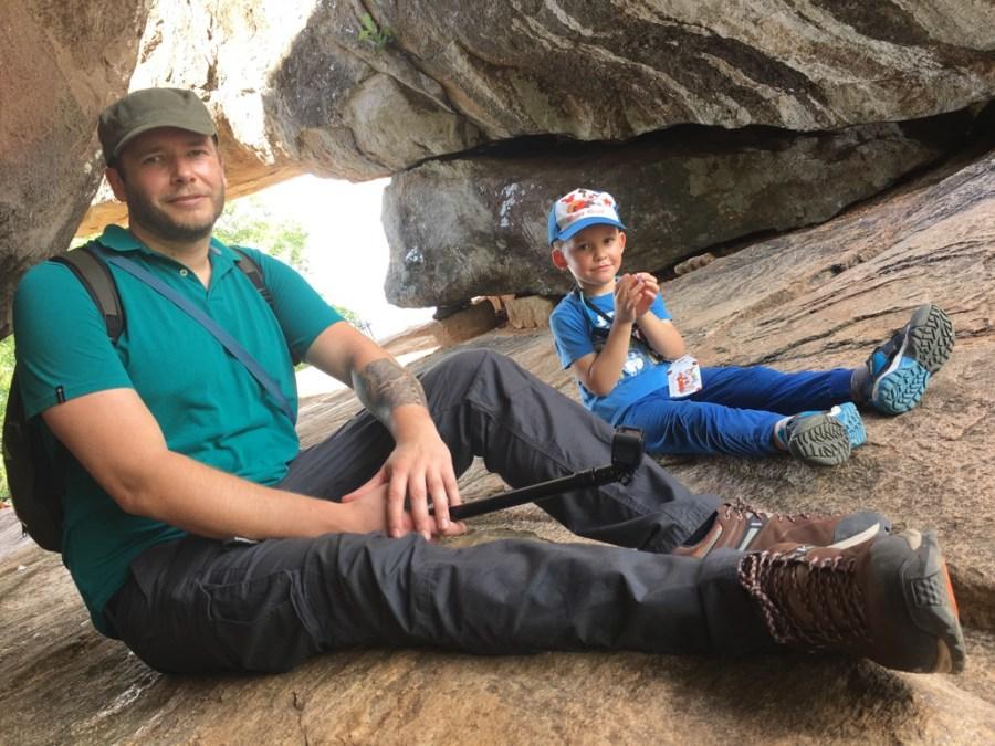 Axel et Jeff sur le rocher à Anuradhapura
