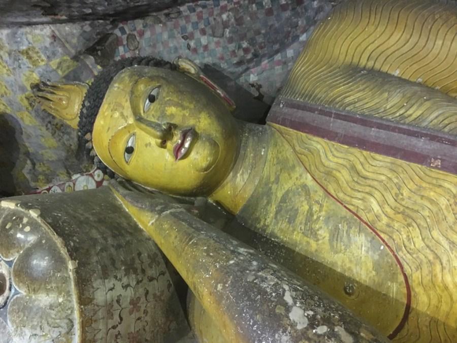 Bouddha couché dans les grottes de Dambulla au Sri Lanka