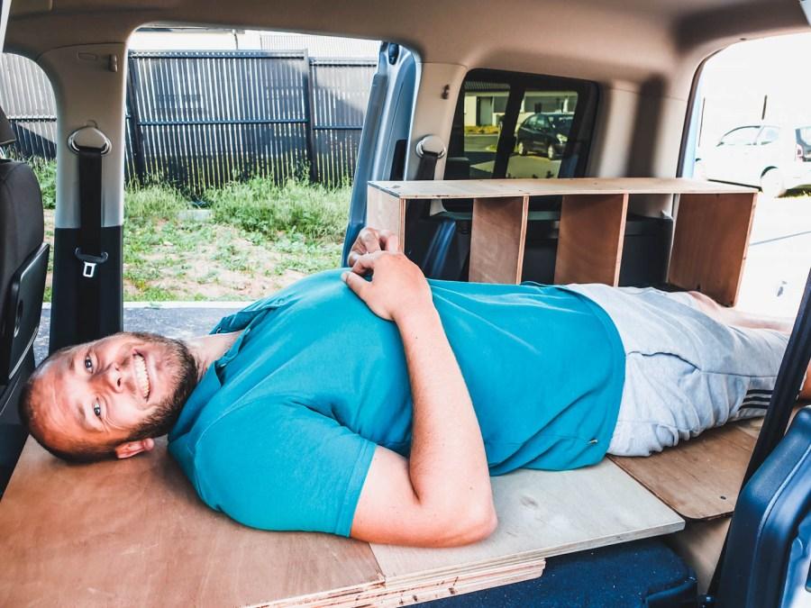 Notre lit amovible dans la voiture