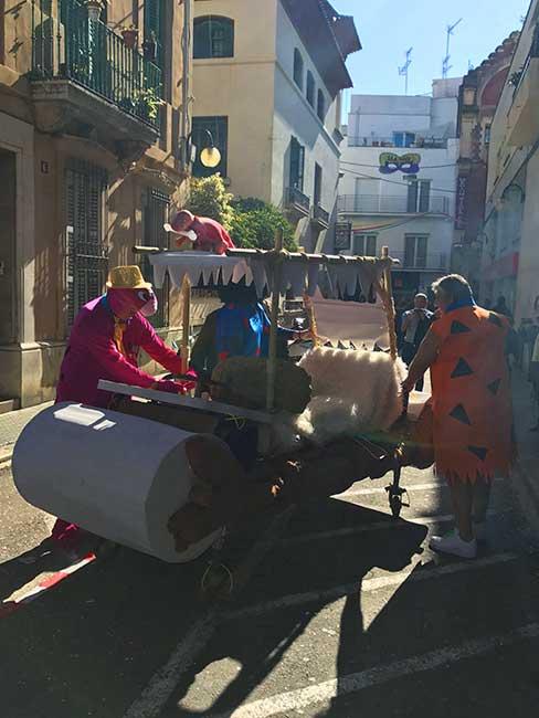 Miembros de la Carrera de Camas Disfrazadas, disfrazados de Picapiedras