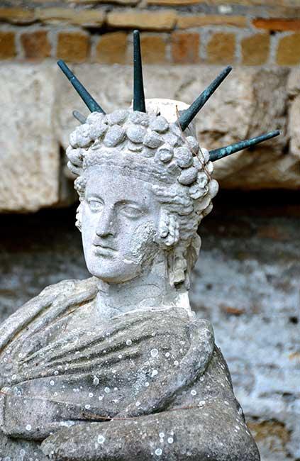 Attis como dios solar, orig. Museos Vaticanos.