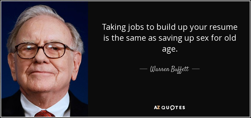 "Photo de Warren Buffet et sa citation : ""Taking Jobs To Build Up your resumé is the same as Saving Up Sex for old age"""