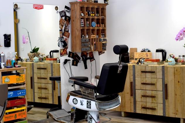 Le salon de coiffure v g talement provence d 39 ajaccio et sa coloration v g tale les odyss es de - Barbier salon de provence ...