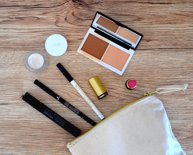 Maquillage bio pour le teint et les yeux