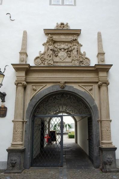 Porte au cloître Jésuite