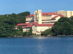 Hôpital de Grenade avec vue sur mer