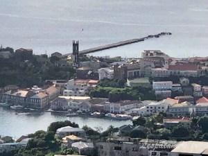 Vue partielle du Carénage et le ponton pour les bateaux de croisière