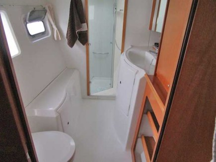 Lagoon-420-cabine-coque-babord-proprietaire