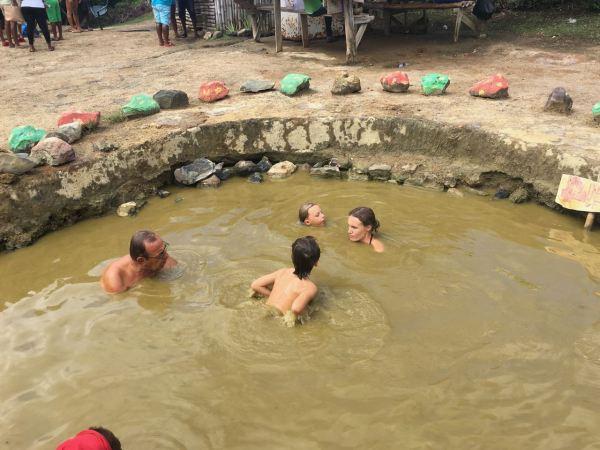Hot-Springs-Grenade étape 2 bain dans le trou d'eau chaude